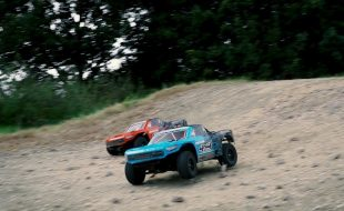 ARRMA 4×4 Mega Senton Goes Head-To-Head [VIDEO]