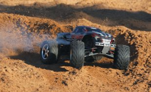 Traxxas RTR T-Maxx 3.3 1/10 Monster Truck [VIDEO]