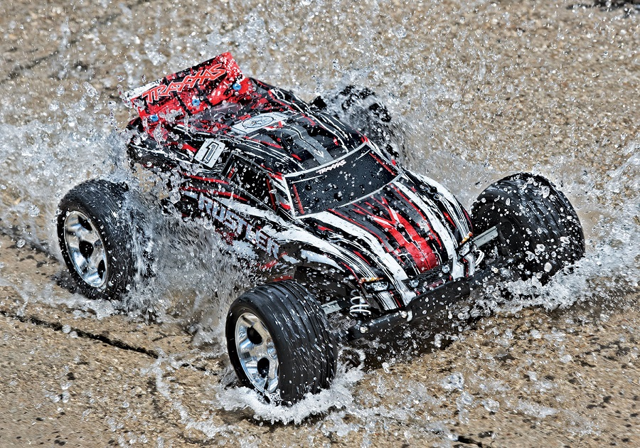 Traxxas Rustler Now Available In New Blue & Red Paint Schemes