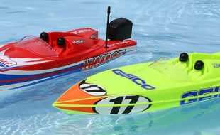 Pro Boat Miss GEICO & Lucas Oil Boat 17″ Power Boat Racer Deep-V RTR [VIDEO]