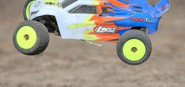 Losi 1/18 Mini-T 2.0 2WD Stadium Truck RTR [VIDEO]