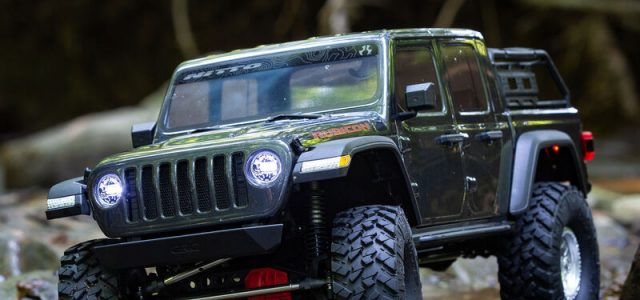 Axial 1/10 SCX10 III Jeep JT Gladiator Rock Crawler With Portals RTR [VIDEO]