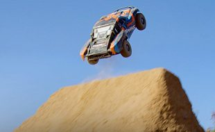 Dirt Jump Freestyle With The Traxxas Slash 4X4 Ultimate [VIDEO]