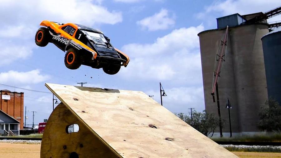 Urban Action With The Traxxas Slash 4X4 VXL