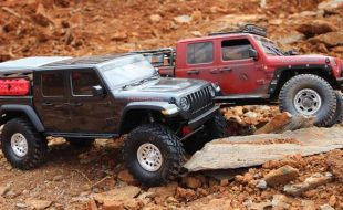 Double Trouble – A Close Up Look At A Pair Of Axial SCX10 III Jeep JT Gladiators