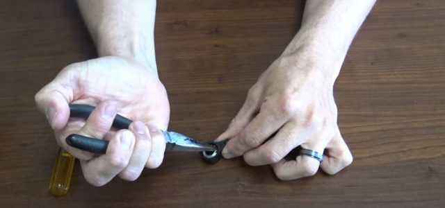 How To Install The Servo Saver On The Axial Ryft [VIDEO]
