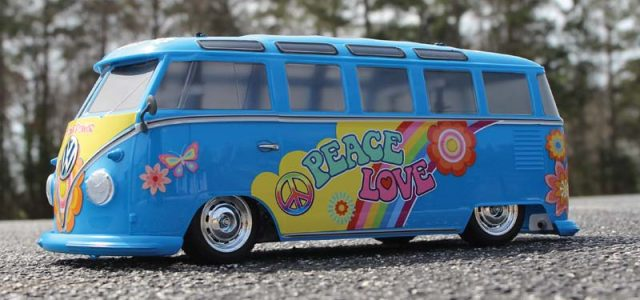 Peace & Love – Hitchhiking In The Tamiya Volkswagen Type 2 (T1) Flower Power (M-05)