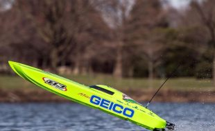 Pro Boat Miss GEICO Zelos 36″ Twin Brushless Catamaran RTR